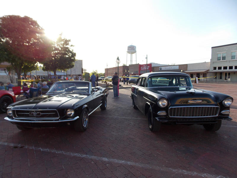 Cruisin' The Bricks is attracting visitors and car enthusiasts.