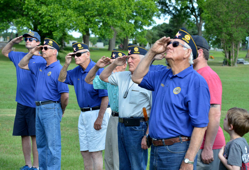 Post 483 members gather to volunteer to honor the military.