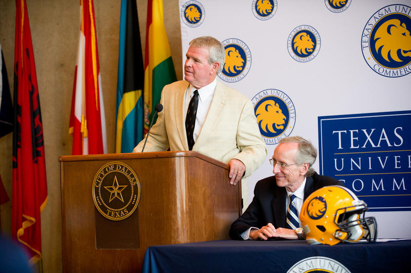 Guy Morriss and Dr. Dan Jones at the 2010 Harvey Martin Classic press conference in Dallas, TX.