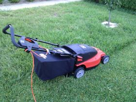 Example of electric lawn mower