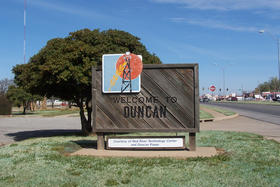 Welcome to Duncan, Okla. sign.