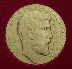 Photo of the obverse of a Fields Medal showing a bas relief of Archimedes (as identified by the Greek text). The Latin phrase states: Transire suum pectus mundoque potiri.
