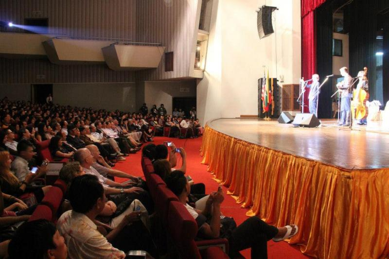 Nearly 1,000 people showed up for the concert at the National Theater.