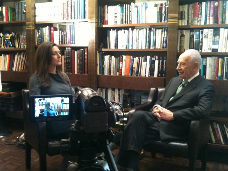 Reshef interviews Israeli President Shimon Peres for a YouTube special.