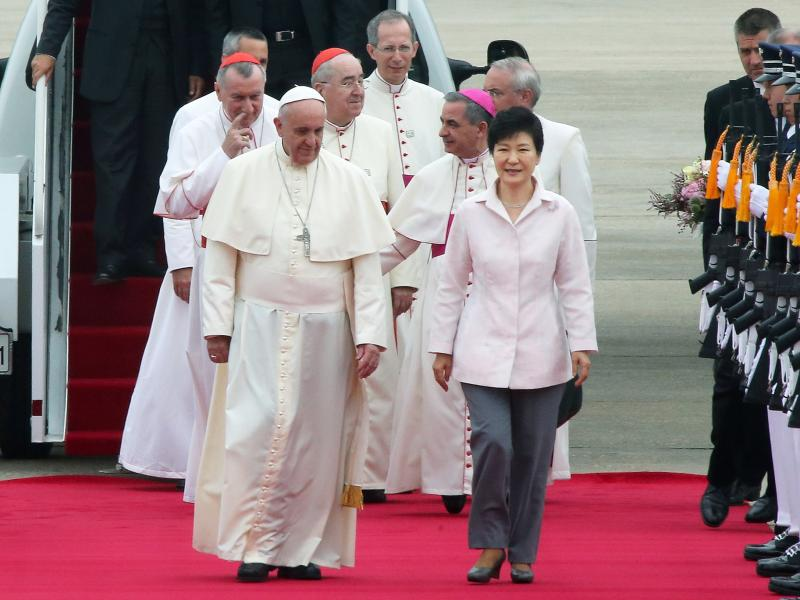 South Korean President Park Geun-hye welcomes Pope Francis at Seoul Airport, August 14.
