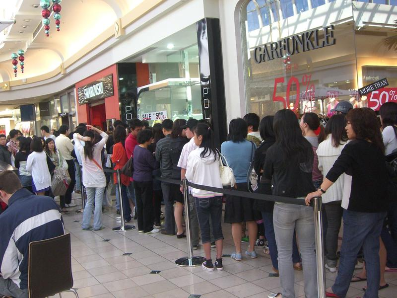 Shoppers lining up at the Chadstone Shopping Centre just outside Melbourne, Australia - December 26, 2007.