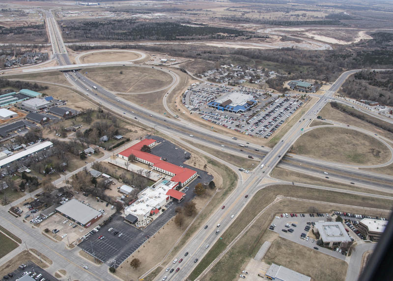 At its Monday, Dec. 8 meeting, the Oklahoma Transportation Commission approved a contract for reconstruction the I-35 interchanges at SH-9 East and Lindsey St. in Norman, pictured here looking south.