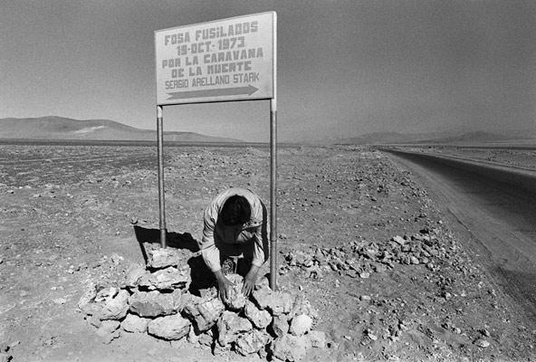 Grimilda Sanchez (October 1990) installing the sign that indicates the location of the mass grave that was discovered 15 kilometers from Calama on July 19, 1990
