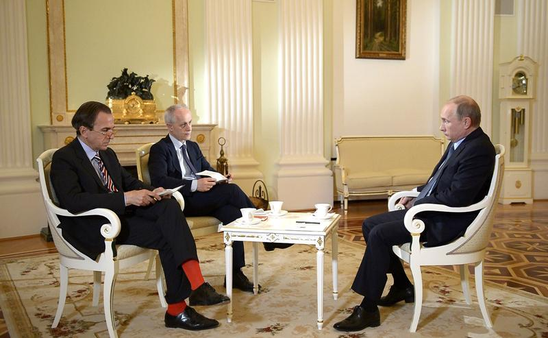 Italian newspaper reporters speak to Russian President Vladimir Putin