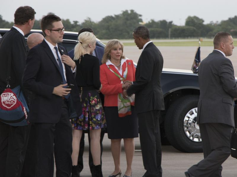 Gov. Mary Fallin greets President Obama Wednesday evening alongside her daughter Christina at Tinker Air Force Base