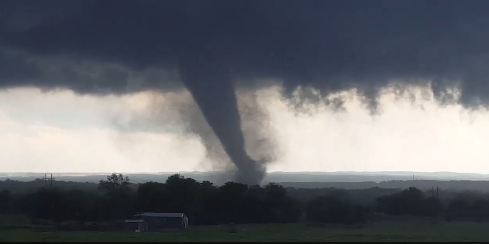 A tornado touches down near Wynnewood, Oklahoma on May 9, 2016.