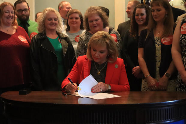 Gov. Mary Fallin signs a teacher pay raise into law on Thursday, March 29, 2018.