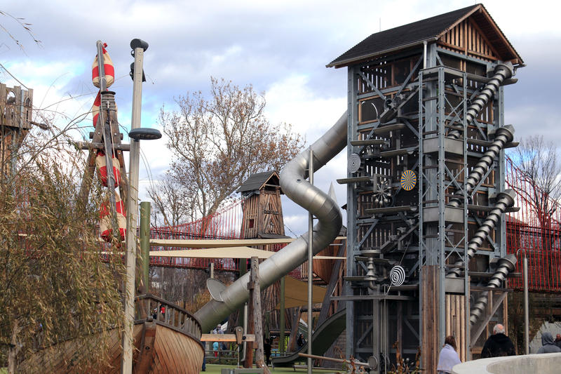 The vertical water playground was designed so that children have to work together.