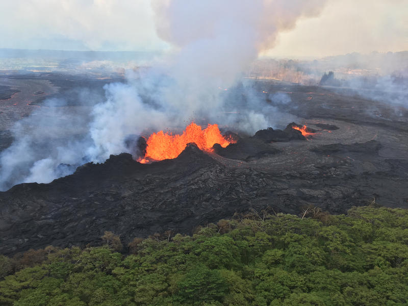 The fissure complex remains active in Kīlauea Volcano's lower East Rift Zone. At times, fountaining at Fissure 22 reached a height of about 50 m (about 160 ft).