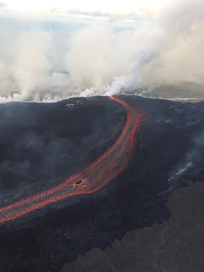 Lava is entering the sea on the southern side of the entry area primarily through the open channel, but also along a 1 km (0.6 mi) wide area. The entry areas are marked by billowing laze plumes.