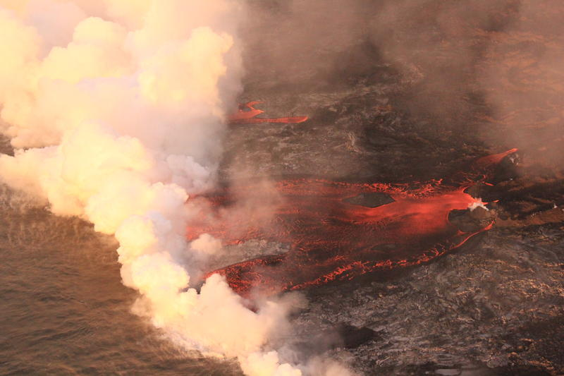 At the Kapoho coast, lava enters the ocean along the northern margin of the flow field.