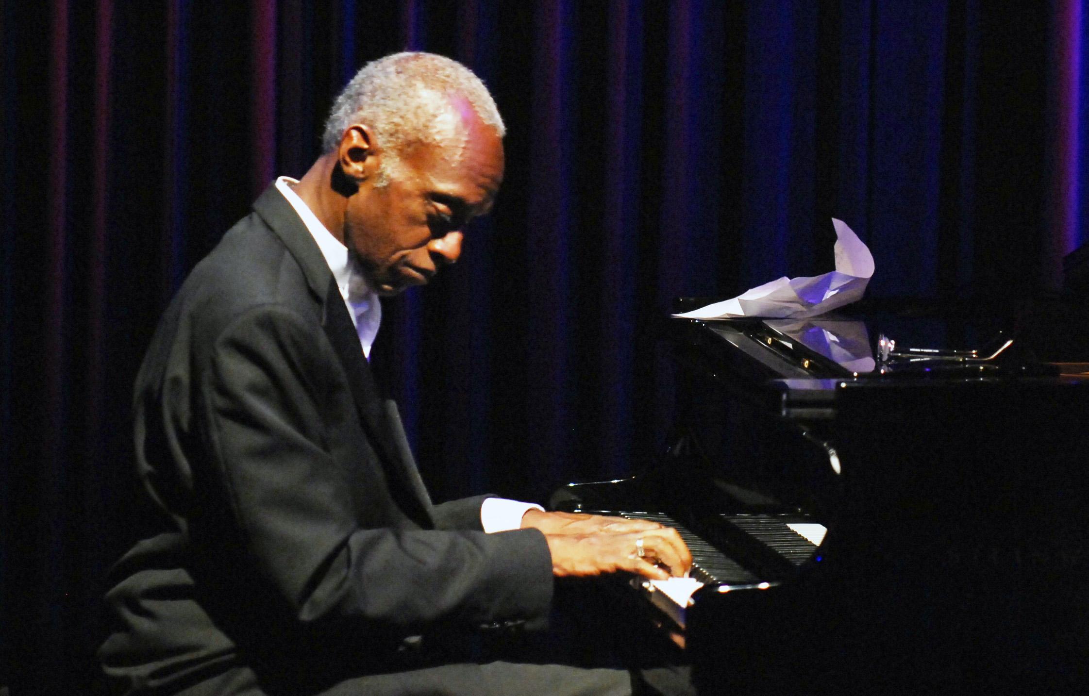 "Tommy James, John Kolivas Perform ""Mostly Ellington"" in ..."