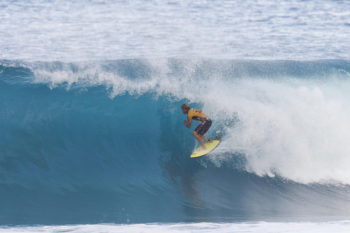 75f1171a90 Reigning World Champion John John Florence advances directly to Round Three  of the 2017 Billabong Pipe Masters after winning Heat 6 of Round One at Pipe