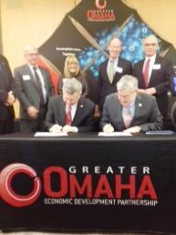 Nebraska Gov. Dave Heineman and Iowa Gov. Terry Branstad sign a proclamation in support of the Greater Omaha Economic Development Partnership.