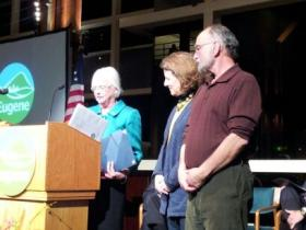 Eugene Mayor Kitty Piercy awards Community Service Award to Oregon Art Supply at the 2014 State of the City event.