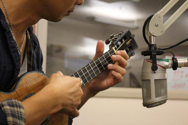 Jake Shimabukuro and his new tenor uke.
