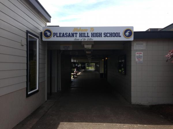 The entryway to Pleasant Hill High School.