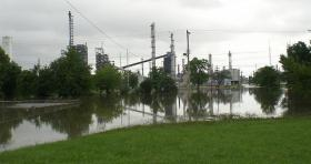 Flooding at the Coffeyville refinery in 2007.