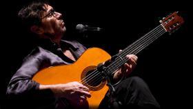 World fusion guitarist Al DiMeola