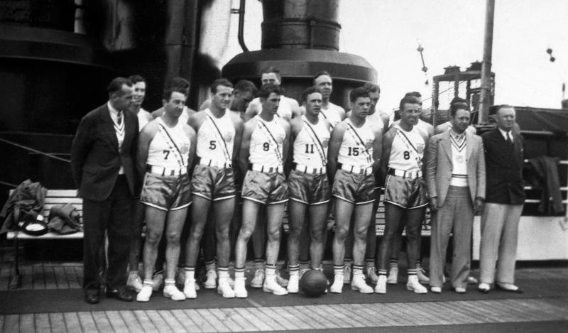 The combined team on board the SS Manhattan bound for Berlin, Germany 1936.
