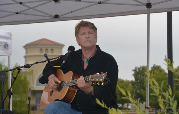 In addition to being an award winning reporter and photographer, Bruce Huss is a acoustic solo guitarist, a fingerstyle guy and a singer-songwriter.
