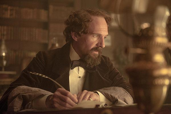 Ralph Fiennes leaves out some important details in 'The Invisible Woman'