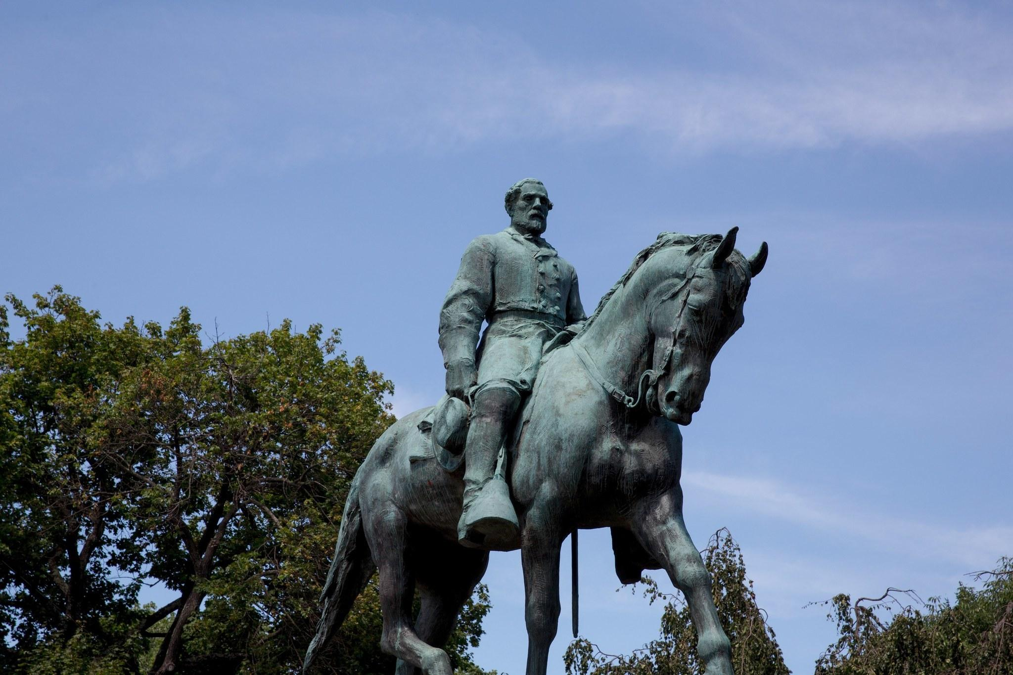 Charlottesville to cover Confederate statues in black fabric