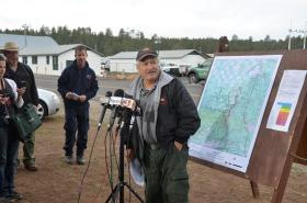 Incident commander Tony Sciacca at Friday's morning briefing at Ft. Tuthill.