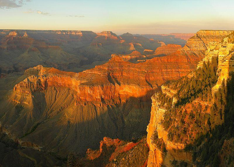 Sunset at Grand Canyon (Arizona, USA) seen from Yavapai Point