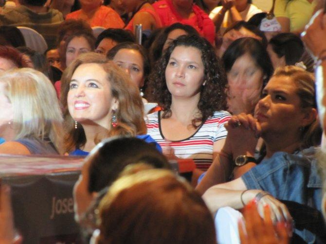 Hundreds of women attended a banquet hall visit in Ciudad Juárez by Mexico's only female presidential candidate, Josefina Vazquez Mota.
