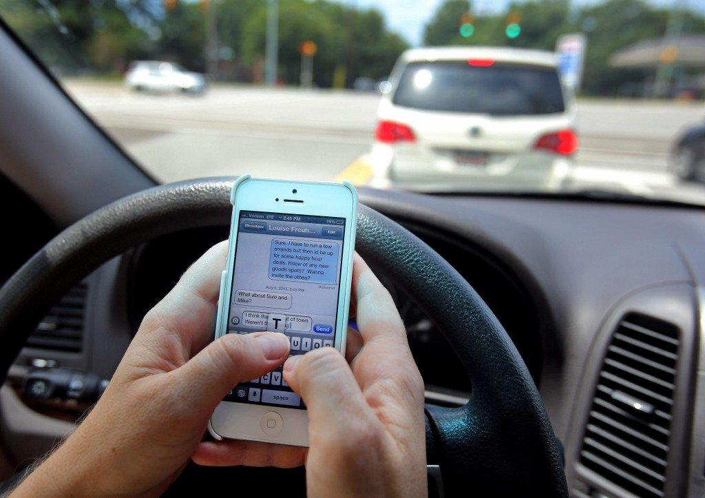 Texting While Driving >> Law Will Ban Arizona Teens From Texting While Driving Knau Arizona