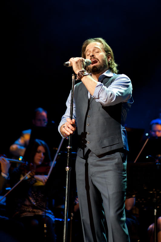 Alfie Boe showcases his mesmerizing and outstanding voice in a concert filmed during his latest sold-out tour.
