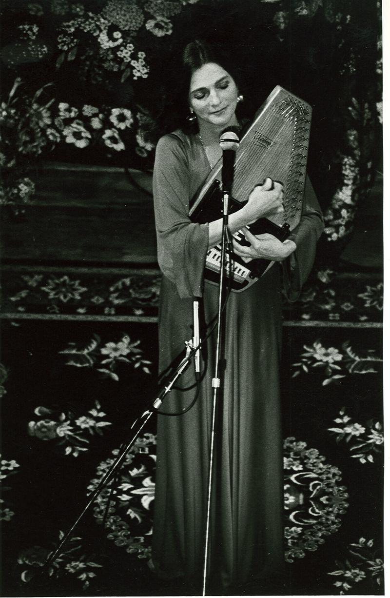 """Singer-songwriter Judy Collins performs """"Turn, Turn, Turn"""" with Pete Seeger in FOLK REWIND on Channel 5."""