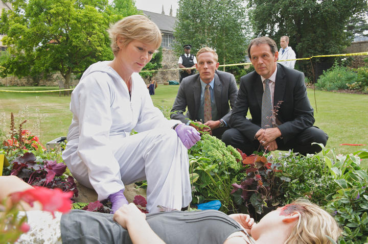 Clare Holman as Dr. Laura Hobson, Kevin Whately as DI Lewis and Laurence Fox as DS James Hathaway.