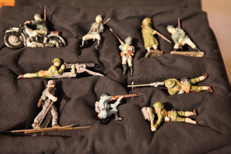 Did a Nazi spy buy these toy soldiers? Jim Wark asks HISTORY DETECTIVES Eduardo Pagán to find out.