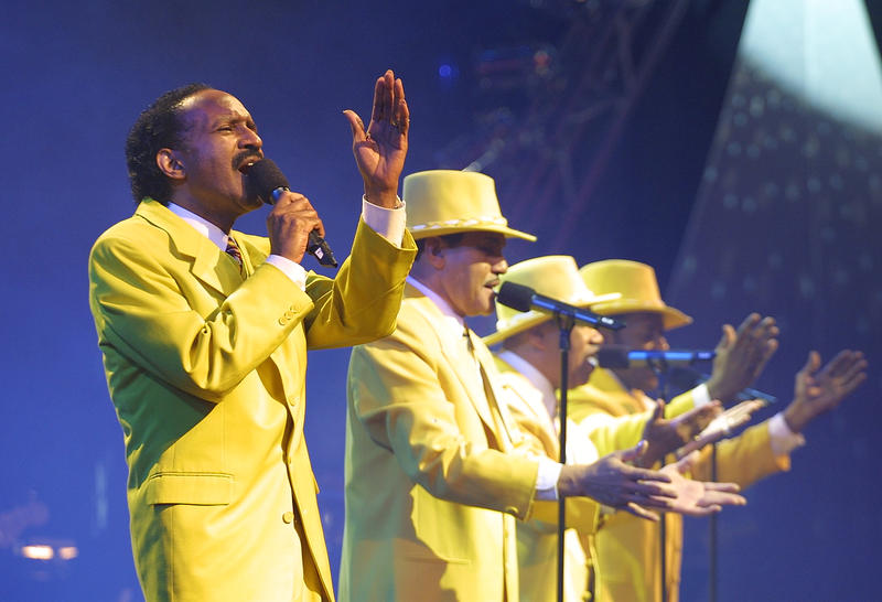 This historic reunion of classic recording artists of the decade includes the Chi-Lites.