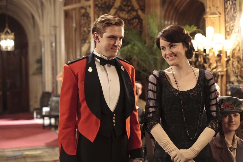 Shown from L-R: Dan Stevens as Matthew Crawley and Michelle Dockery as Lady Mary