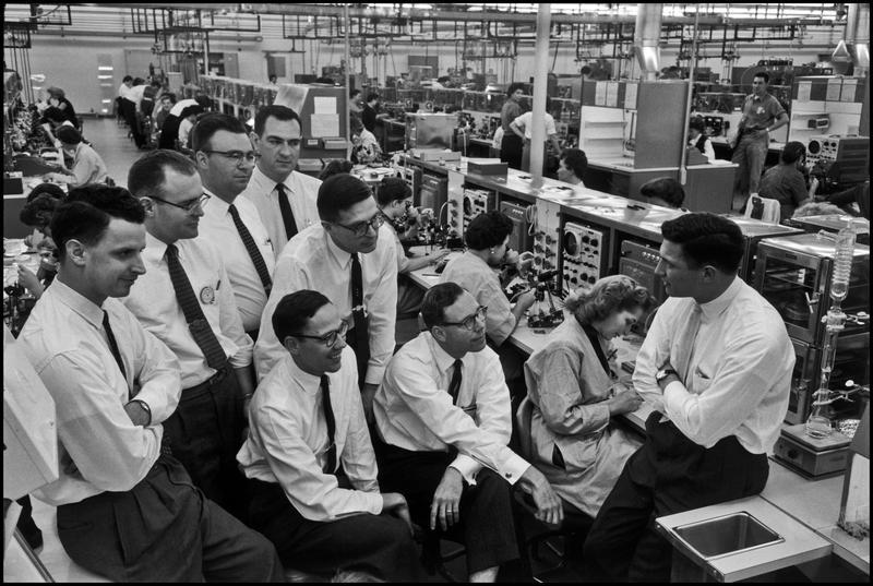 Fairchild Semiconductor, 1960. Pictured: Eugene Kleiner, Julius Blank, Gordon Moore, Sheldon Roberts, Jay Last, Robert Noyce, Jean Hoerni, Victor Grinich (Everyone is facing Noyce).