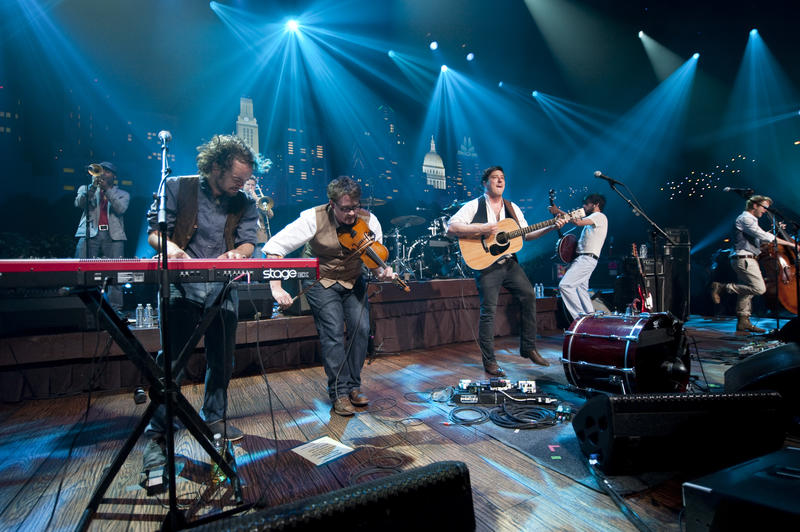 Mumford & Sons perform cuts from their hit album Sigh No More, as well as new tunes.