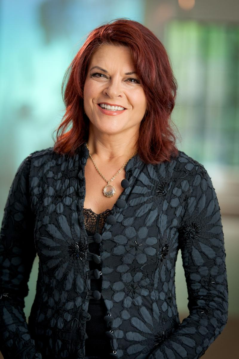 Grammy Award-winner Rosanne Cash hosts PBS Arts from the Blue Ridge Mountains: GIVE ME THE BANJO