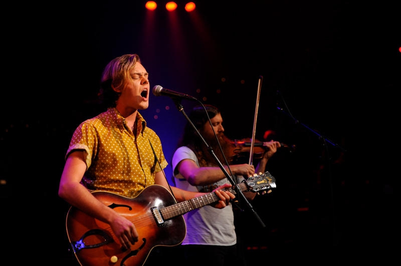 "Parker Millsap and Daniel Foulks perform for ""Austin City Limits."""