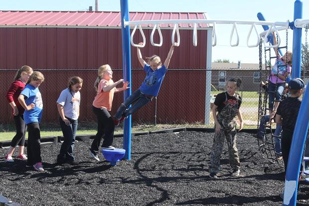 Fourth graders at Chattanooga Elementary School play during recess.
