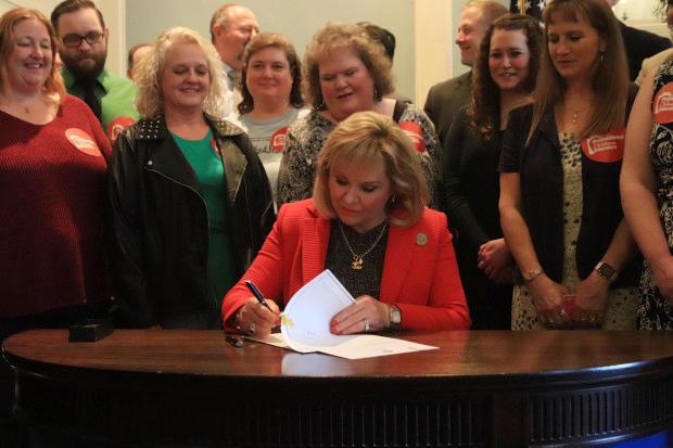 Oklahoma lawmakers scramble to avert teacher walkout