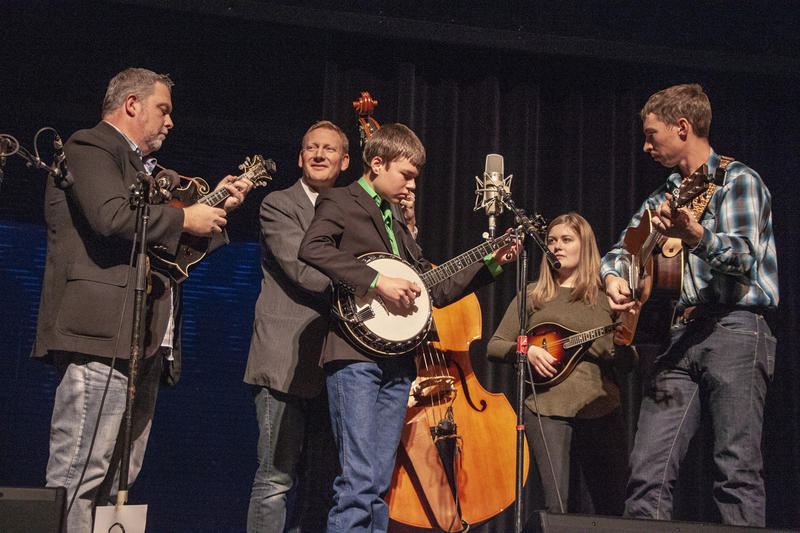 Kevin Pace and the Early Edition perform at the 2018 Fall Folk Festival