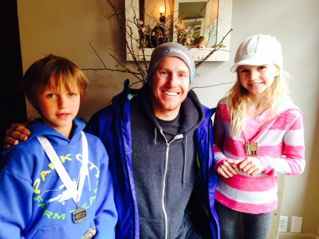 Ted Ligety before the parade with young fans.